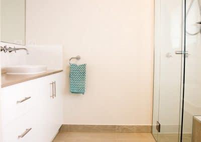 7MONT-bathroom